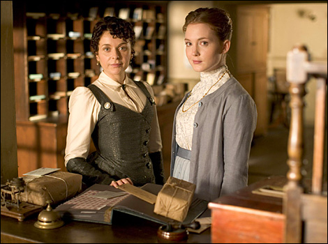 Lark-Rise-to-Candleford-season-2-Dorcas-and-Laura